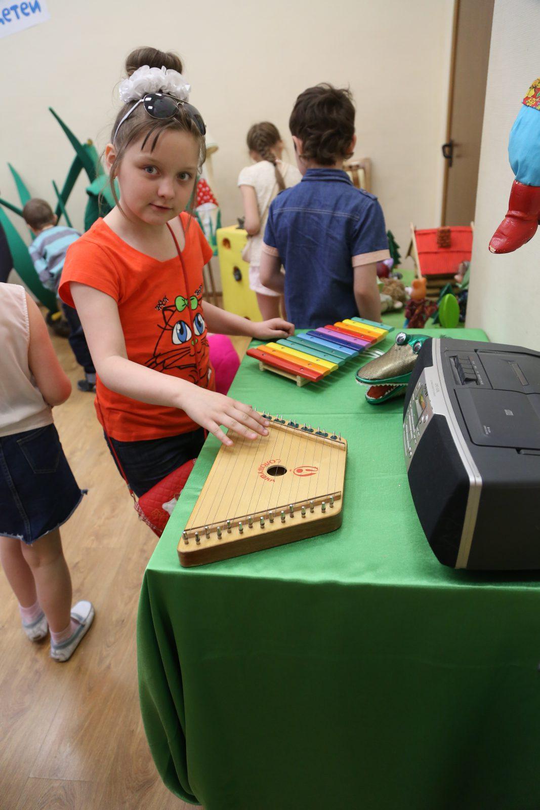 Большая радость для детей – на всех инструментах можно было поиграть