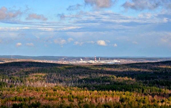 Вид со скалы на город Полевской